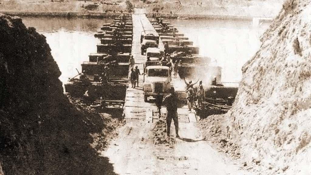 عبور قناة السويس بالدبابات