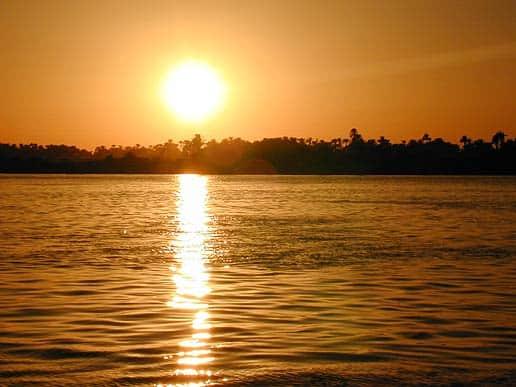 تفسير منام رؤية الشمس ليلا