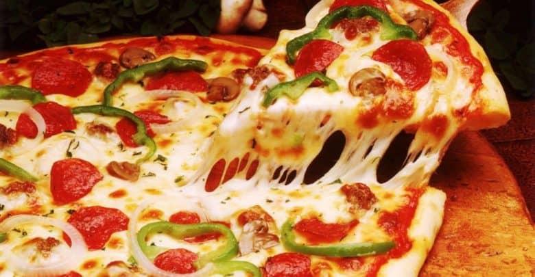 طريقة عمل البيتزا بالصور خطوة بخطوة
