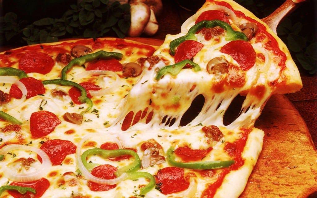 اسهل طريقة لعمل البيتزا بمختلف أنواعها بالصور خطوة بخطوة كنوزي