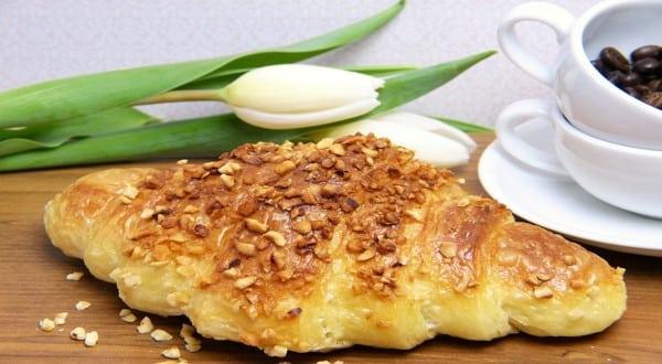 طريقة عمل عجينة الكرواسون الهش بالجبن