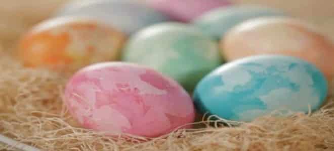 بيض ملون لشم النسيم
