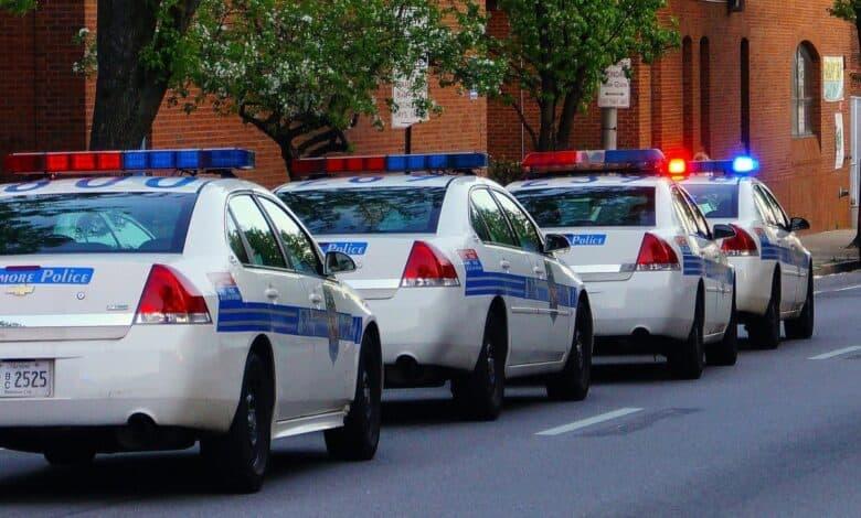تفسير حلم رؤية الشرطة في المنام والهروب منها للعزباء للمتزوجة للحامل